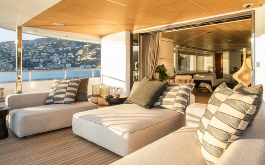 Motor Yacht Mimi La Sardine Deck Seating