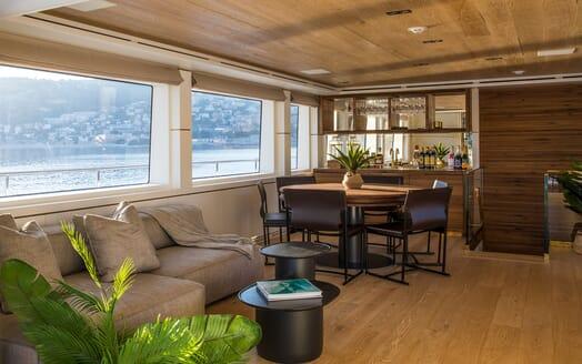 Motor Yacht Mimi La Sardine Top Deck Lounge