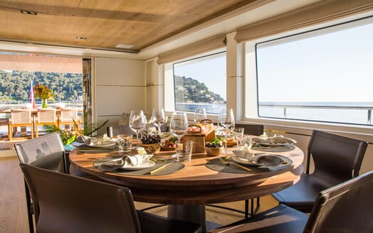 Motor Yacht Mimi La Sardine Dining Table