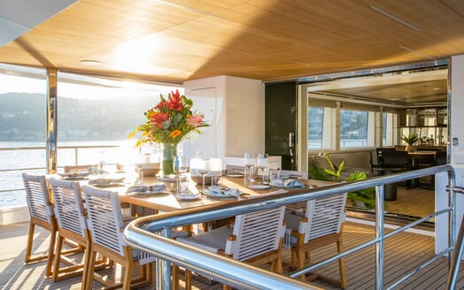 Motor Yacht Mimi La Sardine Deck Dining Table