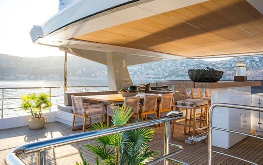 Motor Yacht Mimi La Sardine Sun Deck Seating