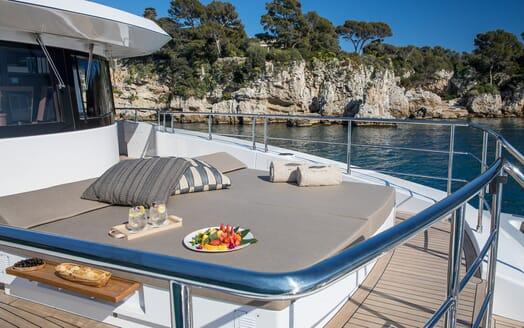 Motor Yacht Mimi La Sardine Bow Sun Lounger
