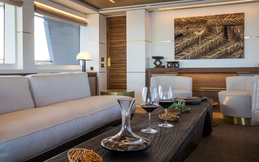 Motor Yacht Mimi La Sardine Saloon Snacks