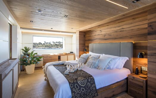 Motor Yacht Mimi La Sardine Master Stateroom