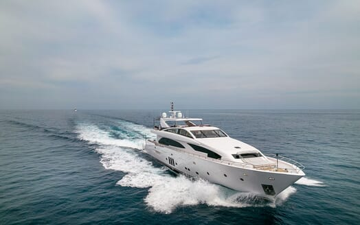 Motor Yacht Couach 3707 Running