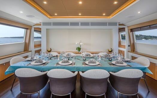Motor Yacht Couach 3707 Profile