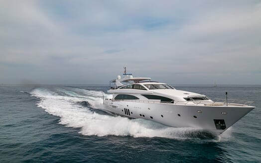 Motor Yacht Couach 3707 Master Stateroom 1