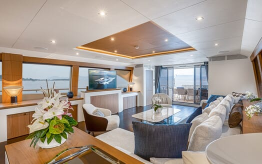 Motor Yacht Couach 3707 Saloon Layout 1