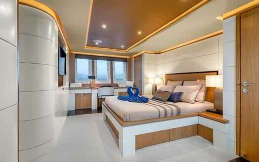 Motor Yacht Couach 3707 Saloon Layout 2