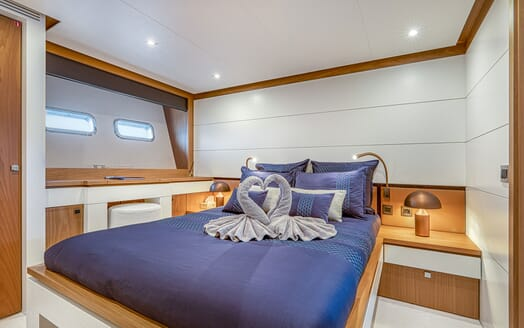 Motor Yacht Couach 3707 Saloon Layout 3