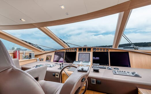 Motor Yacht Couach 3707 Saloon and Dining Layout 3