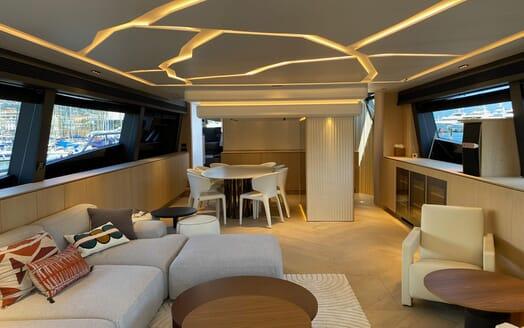 Motor Yacht MAXI BEER Master Stateroom
