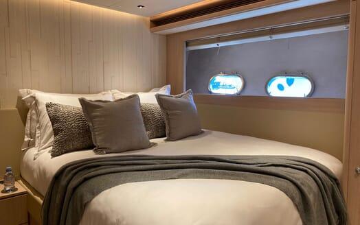 Motor Yacht MAXI BEER Main Saloon