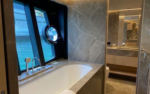 Motor Yacht MAXI BEER Sun Deck