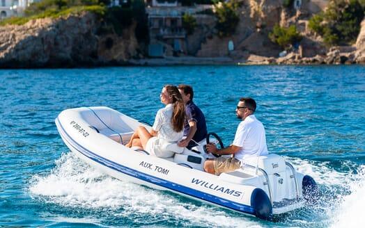 Motor Yacht Sky VIP cabin