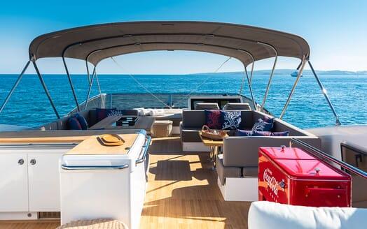 Motor Yacht Sky sundeck