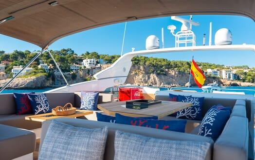 Motor Yacht Sky outside seating
