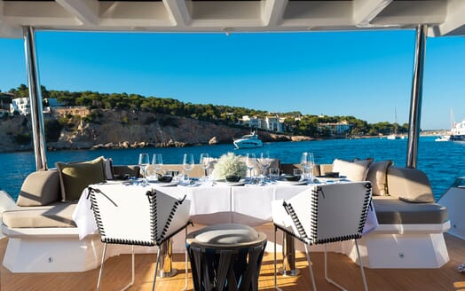 Motor Yacht Sky salon