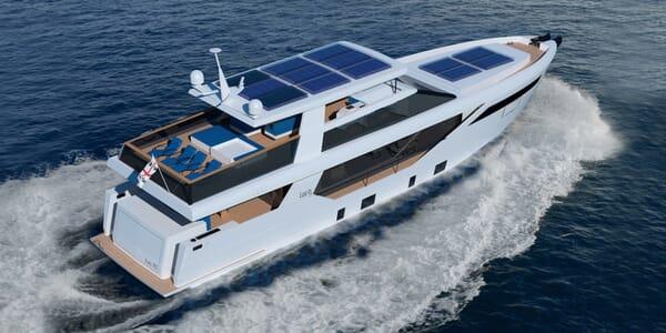 Motor Yacht LUXI95 running shot