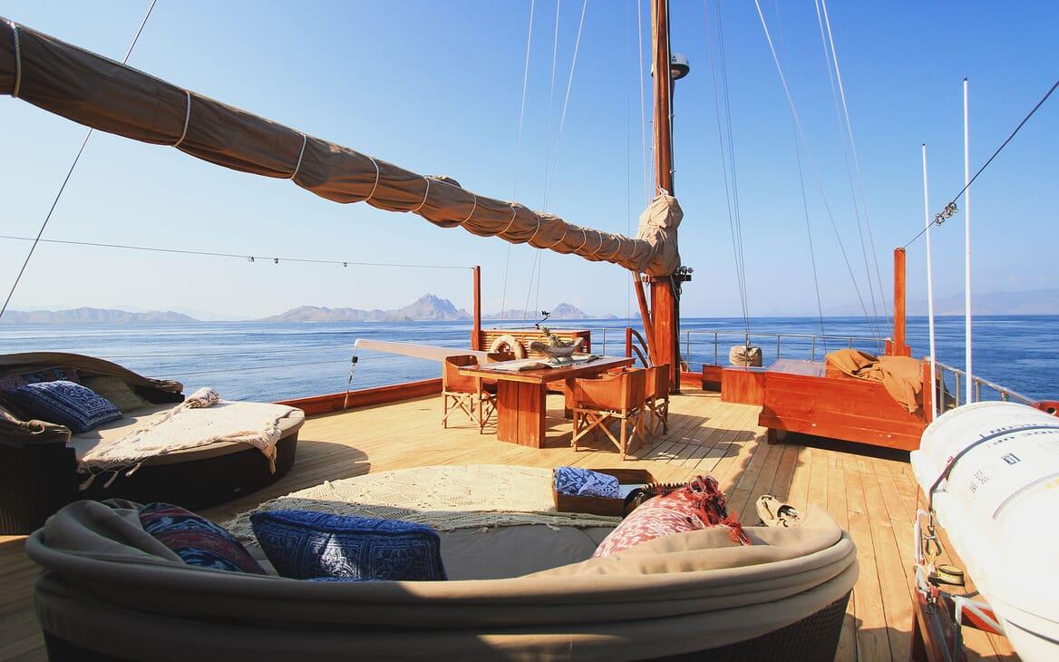 Motor Sailer Sequoia Deck