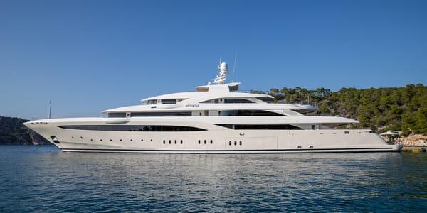 Motor yacht Optasia running hero shot
