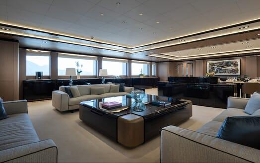 Motor yacht Optasia running living room