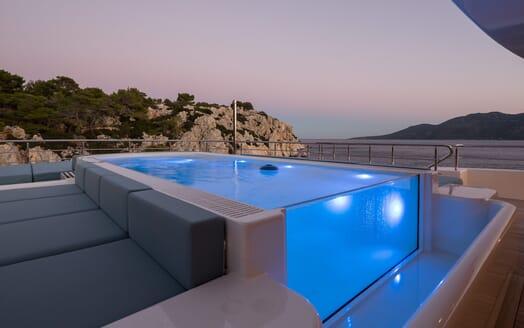 Motor yacht Optasia running pool