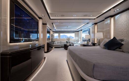 Motor yacht Optasia running bedroom two