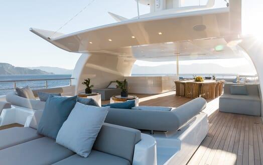 Motor yacht Optasia running decking seating