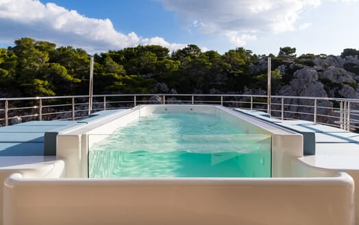 Motor yacht Optasia running deck pool
