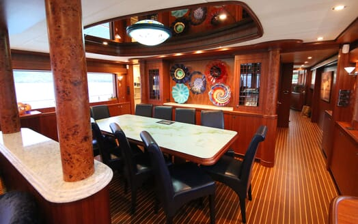 Motor Yacht Lone Star Dining Table