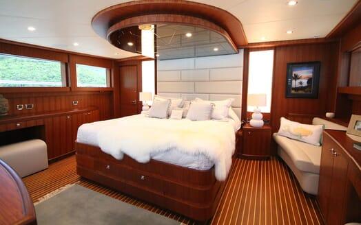 Motor Yacht Lone Star Master Stateroom