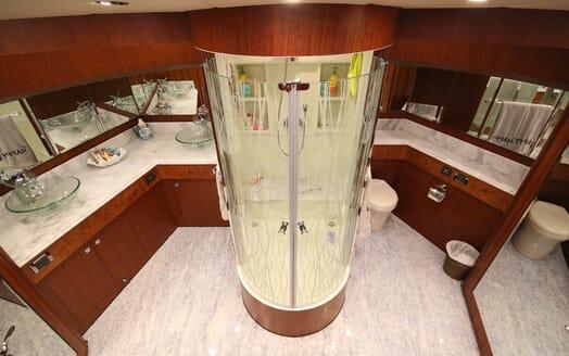 Motor Yacht Lone Star Master Washroom