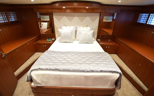Motor Yacht Lone Star Double Guest Stateroom