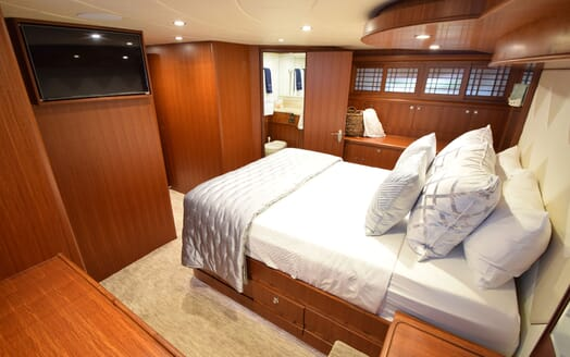 Motor Yacht Lone Star Double Stateroom