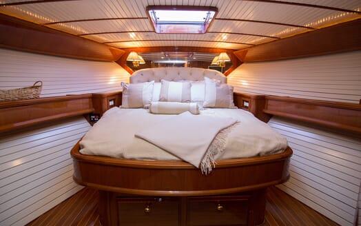 Motor Yacht Little Pipe master cabin