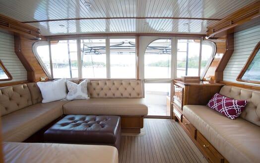 Motor Yacht Little Pipe saloon