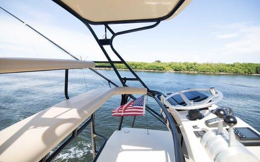 Motor Yacht Little Pipe flydeck