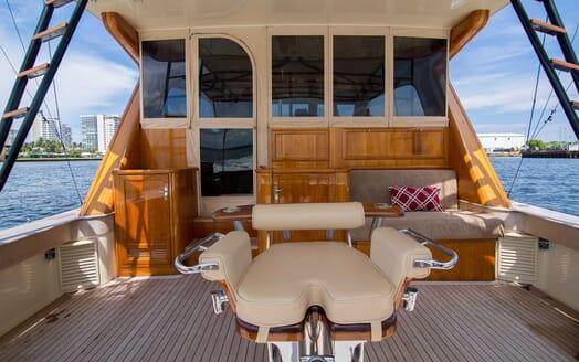 Motor Yacht Little Pipe deck