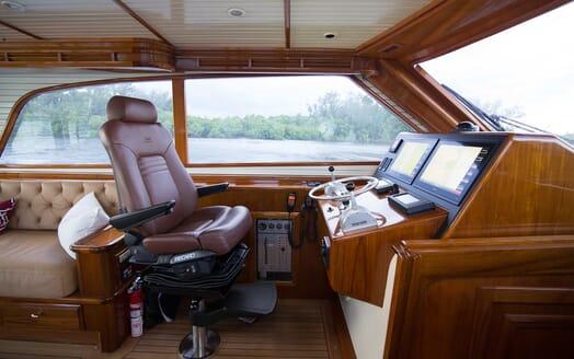 Motor Yacht Little Pipe bridge