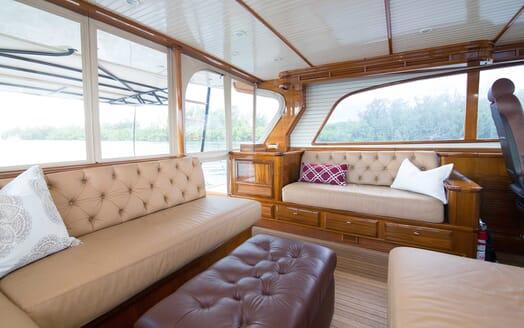 Motor Yacht Little Pipe living area