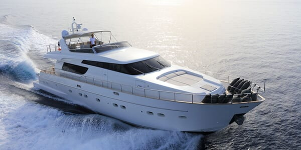 Motor Yacht EMOTION Profile Underway