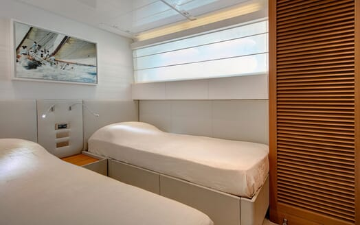 Motor Yacht EMOTION Twin Guest Stateroom]
