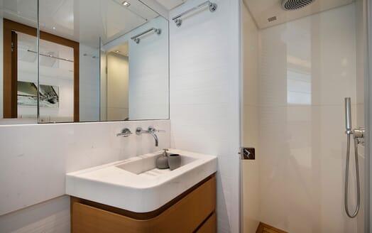 Motor Yacht EMOTION Guest Bathroom