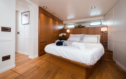Motor Yacht PAOLUCCI Master Stateroom