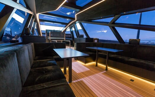Motor Yacht Checkmate saloon