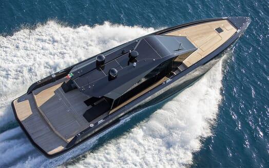 Motor Yacht Checkmate cruising