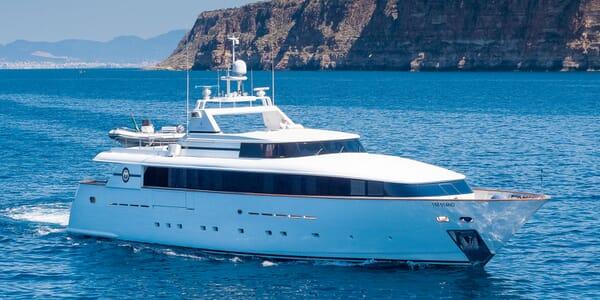 Motor Yacht BLUE MAGIC Profile