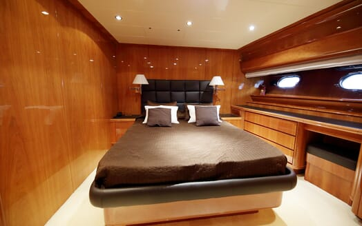 Motor Yacht Jurik guest cabin