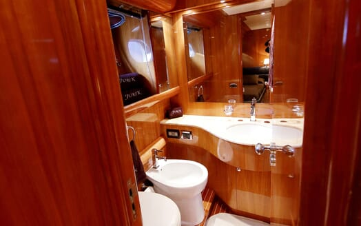Motor Yacht Jurik guest bathroom